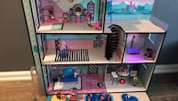 LOL doll house with dolls in it and other items Toronto, M4J 4L4