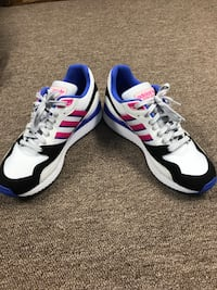 white-and-blue Nike low-top sneakers 377 mi