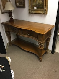 Beautiful carved wood console, great condition Englishtown, 07726