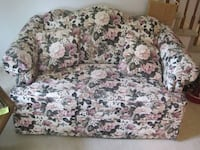 Floral Love Seat Couch Sofa Davenport (local delivery $20)  Bettendorf