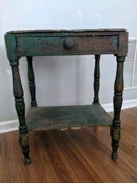 Antique side table Kennesaw, 30144