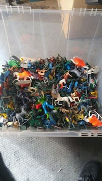 lot of plastic soldiers, cowboys & indians  Calgary, T2B 2V4