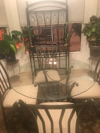 5 pc dinette table and wine rack perfect condition