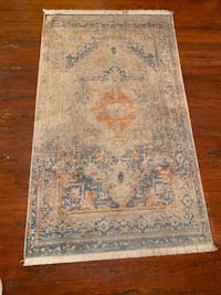 Gorgeous barely used 3x5 area rug great for any room/small spaces  Washington, 20009