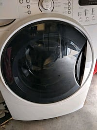 white front-load clothes washer Georgina, L4P 2S9