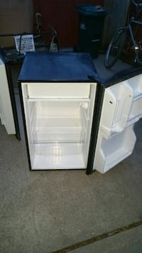 Magic Chef bar fridge with freezer 60$ Kingston, K7K 2L1