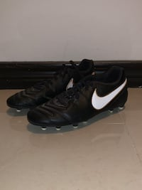 Nike Soccer Cleats (size 7)