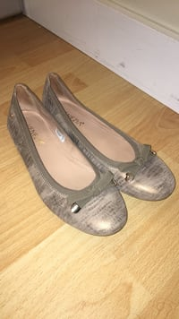 Pair of gray leather flats Coquitlam, V3C 2M6