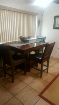 rectangular brown wooden table with four chairs di El Paso, 79924