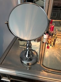 Tabletop double-sided mirror