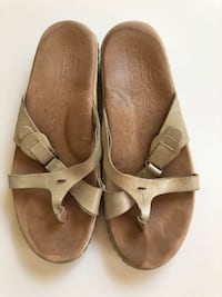 Tan born sandal 6.5 Littleton, 80127