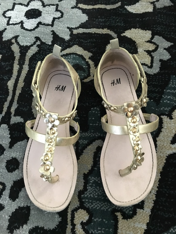 f2124321f Used H   M sandals for sale in Fresno - letgo