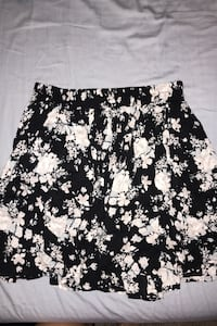 Flowy skirt, one size fits all, worn once