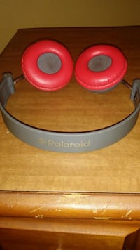 Red and grey polaroid headphones with charger Denison, 75020