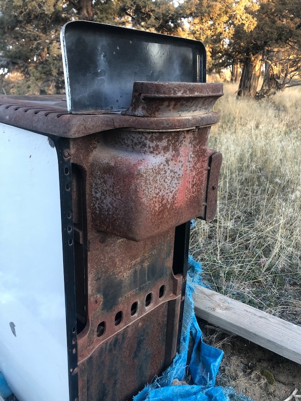 Wood burning stove w/cook top  f0d70e06-7450-4cbc-bdba-47b44c0abafd