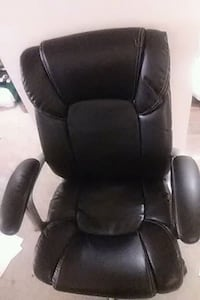 black leather office chair on wheels adjustable Baltimore, 21209