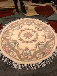 Nice round area rug with matching runner Lancaster, 75146