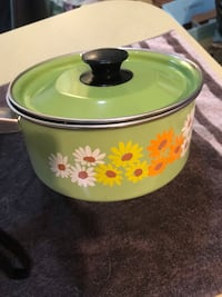 Vintage Avacodo Green Floral Pot with lid! Jackson, 39206