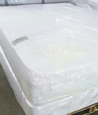 Queen  Mattress With A  Box Spring 52 km