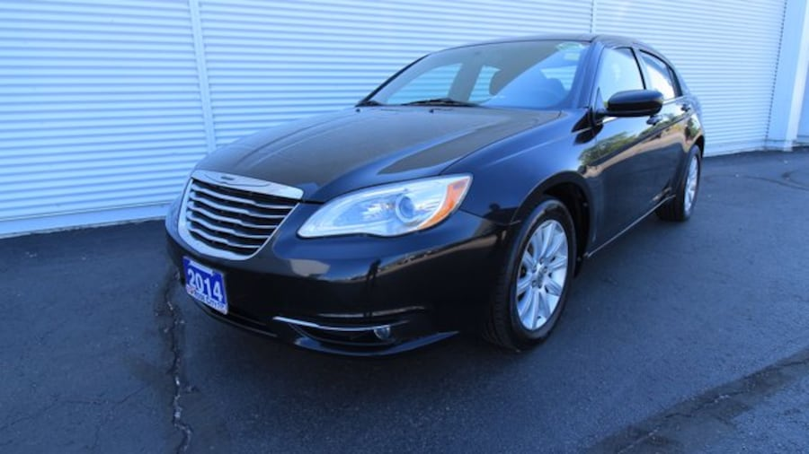 2014 Chrysler 200 Touring / ACCIDENT FREE / HEATED SEATS / REMOTE ST b013684b-860e-4e50-a579-a49d045c0bc0