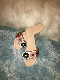 Size 9 beautiful flower shoes Tampa, 33610