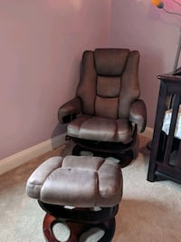 Recliner w/ ottoman Centreville, 20120