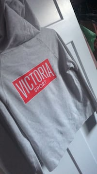 Gray and red nike crew-neck shirt Winnipeg, R3R 2Y2