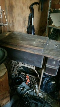 Antique Singer sewing machine  McMinnville, 37110