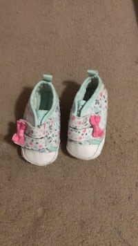 toddler's white-and-pink floral shoes Jacksonville, 32209