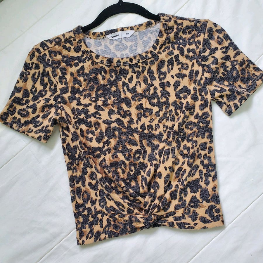 SOFT FRONT KNOTTED CROP TOP