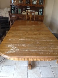 Dinning Room table with 9 Chairs Solid Wood pick up in Laval serious buyers pls Montréal, H1Z