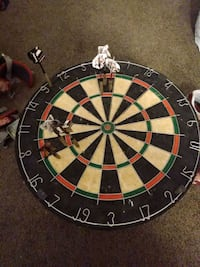 Horse hair dartboard with 2 sets of darts
