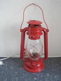 Vintage Model Oil and Kerosene Lantern Lamp