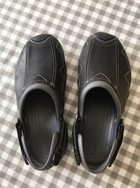 pair of black leather slip-on shoes Richmond Hill, L4B 2Z9