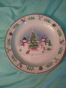 round white and green Christmas themed plate