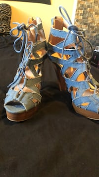 beautiful jean material high heels... still like new Albuquerque, 87102