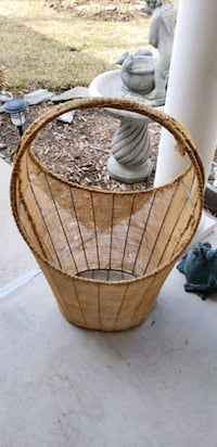 Lg. Wire basket covered with burlap!  Myrtle Beach, 29588
