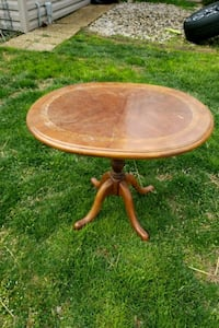 Small table/end table Warrenton