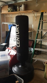 black Everlast heavy bag with stand Gainesville, 20155
