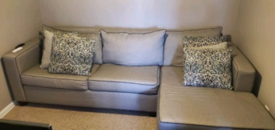 Well maintained sofa 0bbb114c-e854-4ea8-8607-05d145c3a170