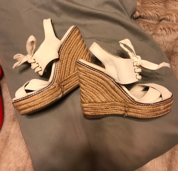Authentic Tory Burch Espadrille Wedge Sandals in Off White w/ Lace up Detail. Open Toe. Sz. 6
