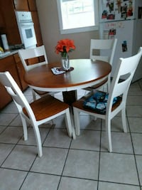 round white and brown wooden table with 4 chair Newark, 43055