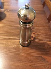 Stainless steel pepper mill Vancouver, V5S 2H1