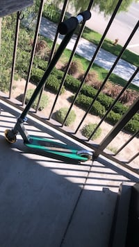 15 OBO green razor scooter lights up when ridden Santa Clarita, 91355