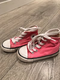 Toddlers size 6 converse in pink  Maple Ridge, V2X 3A9