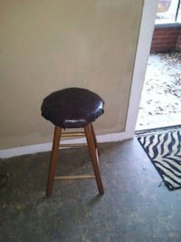 black and brown wooden seat 796 mi