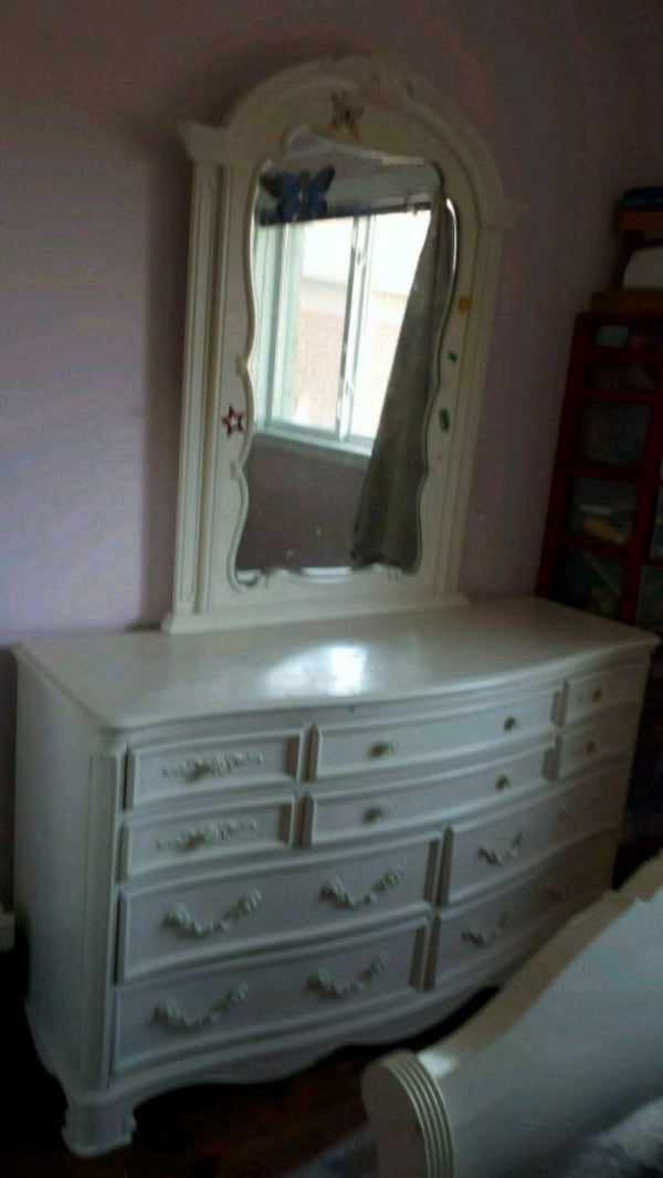 Bedroom set. Size of mattress is single 08a9878e-d4e4-43b6-ad00-a3720b424e4f