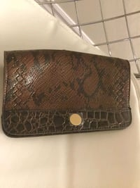 Purse and wallet each one 3 $ if both 5$.