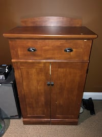 Brown wooden 2-drawer chest North Vancouver, V7N 3G7