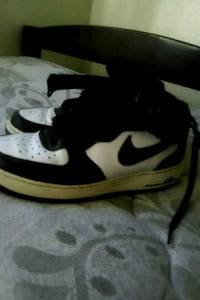 white-and-black Nike low-top sneakers Stockton, 95207